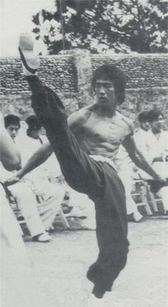 Dedicated To Bruce Lee Bruce Lee Art, Bruce Lee Martial Arts, Best Martial Arts, Bruce Lee Photos, Martial Arts Movies, Martial Artists, Tai Chi, Actor Secundario, Jeet Kune Do
