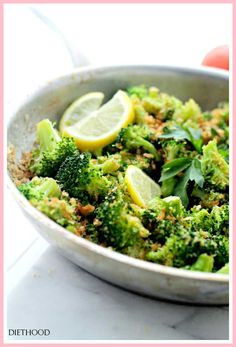 Garlicky Steamed Broccoli by diethood: Delicious and healthy side dish of steamed broccoli rolled in buttery panko crumbs, garlic and lemon. (I'll leave out the bread crumbs for an even healthier version) Steamed Broccoli, Broccoli Recipes, Vegetable Recipes, Vegetarian Recipes, Cooking Recipes, Garlic Broccoli, Broccoli Salad, Healthy Side Dishes, Veggie Dishes