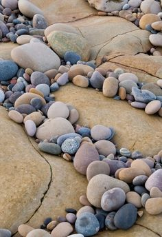 No Limits Fotobehang Moray coast 30201 Landscaping With Rocks, Landscaping Tips, Rock Pathway, Drawing Rocks, Special Wallpaper, Pebble Pictures, Fight The Good Fight, Beautiful Rocks, Reference Images