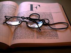 Consultas Ortográficas : ¿Quién hace el Diccionario en español?