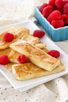 nalistniki, which are crepes or blintzes with cheese filling. Thin, delicate crepes are filled with a cheese filling that melts when you cook the blintzes in butter. Cake Ingredients, Jewish Recipes, Russian Recipes, Whole Food Recipes, Cooking Recipes, Simple Recipes, Cheese Blintzes, Farmers Cheese, Breakfast