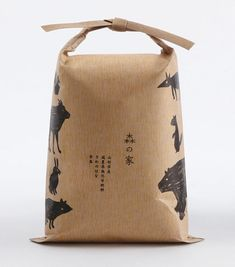 food packaging by Akaoni The Japanese have a way of packaging that makes anything look cool. (Japanese food packaging by Akaoni)The Japanese have a way of packaging that makes anything look cool. (Japanese food packaging by Akaoni) Rice Packaging, Food Packaging Design, Paper Packaging, Pretty Packaging, Brand Packaging, Coffee Packaging, Cheese Packaging, Chocolate Packaging, Bottle Packaging