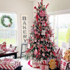 Gingerbread Christmas Decor, Christmas Candy, Merry Christmas, Christmas Decorations, Holiday Decor, Christmas Stuff, Christmas Trees, Jesus Birthday, Candy Cane