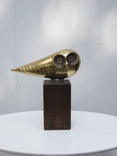 Curtis JERÉ - Sculpture d'une chouette en laiton massif sur une base en noyer