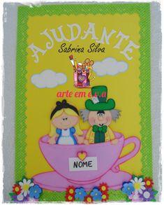 Pensa numa pessoa feliz em terminar mais uma encomenda! Nossa, a Alice faz parte da minha vida desde sempre e quando a Dê confirmou o pedid... Crafts To Make, Toy Chest, Princess Peach, Lily, Frame, Home Decor, School Days, Notebooks, Scrapbooking