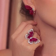 Discover our Mademoiselle! Super Beautiful Butterfly ring and earrings, in invisibly set rubies and white diamonds in white gold 18 k I'm LOVE of this set! Ruby Jewelry, Jewelry Model, Ear Jewelry, Gold Jewelry, Jewelery, Fine Jewelry, Vintage Gold Engagement Rings, Moissanite Diamond Rings, Gold Ring Designs