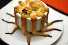 Spider pot pie! What a great dinner to serve the kids Halloween night.