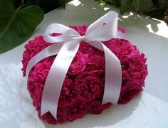 Arreglo floral con forma de caja de regalo