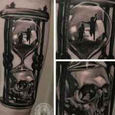 Childhood death hourglass tattoo                                                                                                                                                      Mehr