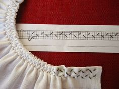 How to do smocking, stitch by stitch, a smocking pattern grid, diy Smocking Tutorial, Smocking Patterns, Sewing Patterns, Sewing Hacks, Sewing Tutorials, Sewing Crafts, Sewing Projects, Embroidery Stitches, Embroidery Patterns