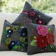 fun rich coloured cushions with crochet flower applique by Rosella Enif Crochet Home, Love Crochet, Hand Crochet, Crochet Flowers, Crochet Cushion Cover, Crochet Cushions, Grey Cushions, Cushion Covers, Crochet Motifs