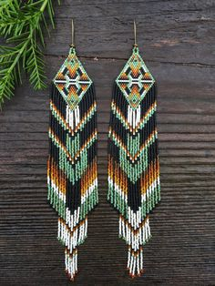 Best Picture For beaded earrings diy For Your TasteYou are looking for something, and it is going to tell y Bead Jewellery, Seed Bead Jewelry, Seed Bead Earrings, Diy Earrings, Earrings Handmade, Seed Beads, Hoop Earrings, Wire Jewelry, Handmade Jewelry