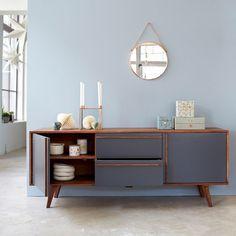 Découvrez ce buffet en palissandre de la marque Tikamoon !Notre meuble en bois massif est parfait pour un style vintage scandinaveVous serez charmés par le mariage de la teinte naturelle du bois et de la façace en mdf gris.Grâce à son design original, notre meuble en palissandre trouve sa place dans toute la maisonIl dispose de 2 tiroirs et 2 étagères.Informations Techniques :Matière : palissandreDimensions : H 70 x L 175 x P 45 cmPoids : 67 kg environInfo : 2 portes ouvrant chacune sur 2…