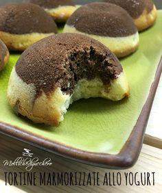 Le tortine marmorizzate allo yogurt sono dei dolcetti leggeri e delicati, possiamo prepararle per la colazione, sono perfette da tuffare nel latte
