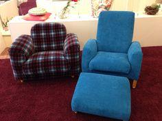Sessel rechts, bezogen mit einem Stoff von ROMO,  Sessel links: bezogen mit einem Stoff dessen Design von keinem geringeren als  Jean Paul Gaultier entworfen wurde. Cool !!!