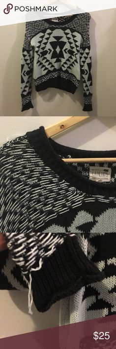 LA Hearts Geometric Print Knit Sweater small Size small. Loose fit. Some loose threads- both sleeves, by shoulder and back and front by Waistband. Please review photos. LA Hearts Sweaters Crew & Scoop Necks