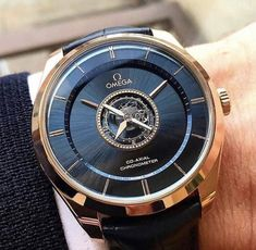 In some cases part of that image is the quantity of money you invested to use a watch with a name like Rolex on it; it is no secret how much watches like that can cost. Fancy Watches, Best Watches For Men, Dream Watches, Stylish Watches, Luxury Watches For Men, Vintage Watches, Cool Watches, Fossil Watches, Men's Watches