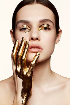 creative beauty Shoot - The TRUTH Behind Firming Body Oils Gold Makeup, Makeup Art, Beauty Makeup, Eye Makeup, Diy Beauty, Make Up Looks, Makeup Inspo, Makeup Inspiration, Photoshoot Inspiration