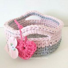 Cestinho preparado para ser embalado e enviado para sua dona #cestosorganizadores #cestosdecroche #fiosdemalha #trapillo #yarn #basket #fofurice #crochet