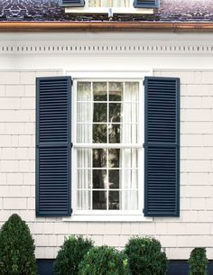 Modern White Cottage Exterior Style - Decorating Ideas - Home Decor Ideas and Tips Cottage Exterior, House Paint Exterior, Exterior Paint Colors, Paint Colors For Home, Exterior Shutter Colors, House Shutter Colors, Green Shutters, Houses With Shutters, Paint Shutters