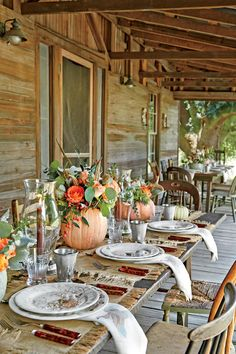 32 Best and Interest Outdoor Thanksgiving Dinner Decor Ideas