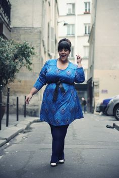Officially in love with this dress. loveallchubbygirls: http://www.leblogdebigbeauty.com/page/5/ blue dress  navy tights