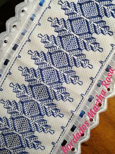 Bead Loom Patterns, Crochet Patterns, Hand Embroidery Design Patterns, Broderie Bargello, Swedish Weaving Patterns, Swedish Embroidery, Cat Cross Stitches, Hello Kitty Wallpaper, Christmas Cross