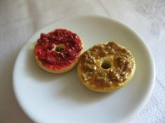 Miniature Plate of Peanut Butter and Jelly Bagels Doll Food, Polymer Clay Dolls, Clay Food, Bagels, Miniature Food, Doughnut, Jelly, Peanut Butter, Brunch
