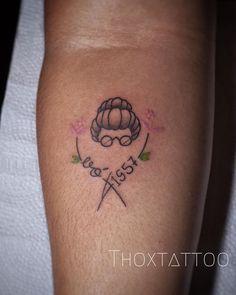 Homenagem para vó. Fineline.  Thoxtattoo Dainty Tattoos, Delicate Tattoo, Small Tattoos, Body Art Tattoos, Tatoos, Tattoo On, Wing Tattoo Designs, Little Tattoos, Boyfriend Gifts