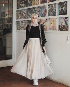 Discover recipes, home ideas, style inspiration and other ideas to try. Modest Fashion Hijab, Modern Hijab Fashion, Street Hijab Fashion, Casual Hijab Outfit, Hijab Chic, Abaya Fashion, Muslim Fashion, Modest Outfits, Skirt Fashion