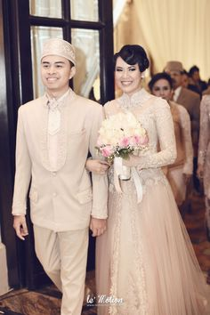 Venue: Sampoerna Strategic Square // Decoration: Vica Decor // Photographer: Soe&Su and Le'Motion Photo // Kebaya: Ferry Sunarto // Makeup by Lizzie Parra - www.thebridedept.com