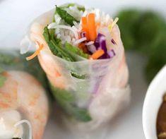 La recette parfaite de rouleau de printemps aux crevettes! Smoothie Bowl, Smoothies, Viet Food, Egg Roll Recipes, Egg Rolls, Rolls Recipe, Beignets, Fajitas, Fresh Rolls
