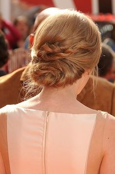 Taylor Swifts twisted tresses.