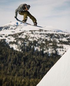 Snowboarding on two mountains at a time !