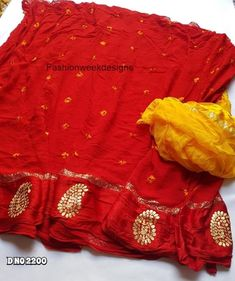 Traditional indian Georgette saree for women bannsdhej design with pittan work with contrast blouse rajsthani red color bandhani saree Pure Georgette Sarees, Bandhani Saree, Indian Silk Sarees, Chiffon Saree, Cotton Saree, Kerala Saree Blouse Designs, Half Saree Designs, Saree Blouse Neck Designs, Saree Floral