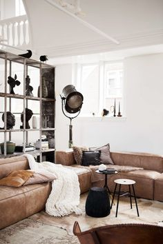 Vtwonen, Rolinda Windhorst, Leonie Mooren, Liza Waasenaar, leather, interiors, home, sunday sanctuary, oracle fox