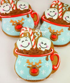 Reindeer Mug Cookies with candy canes and marshmallows Christmas Sugar Cookies, Christmas Sweets, Christmas Goodies, Holiday Cookies, Christmas Baking, Reindeer Cookies, Fancy Cookies, Iced Cookies, Cute Cookies