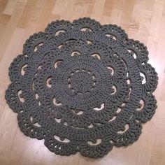Virkattu matto (Kultamuru PAKSU) Crochet Doily Rug, Crochet Carpet, Knit Crochet, Crochet Patterns, Red Rugs, Table Toppers, Dorm Decorations, Carpet Runner, Diy And Crafts