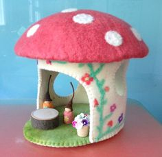 TOADSTOOL HOUSE. Pure wool FELT , table, flower pot, gumnut gnomes,  hand made. felt house ,Easter gift