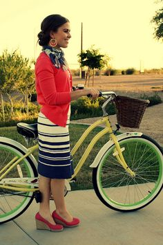 striped navy skirt and coral...LOVE!