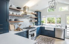 Home Interior Design blue kitchen cabinets//open shelving.Home Interior Design blue kitchen cabinets//open shelving Kitchen Interior, New Kitchen, Kitchen Decor, Blue Kitchen Ideas, Kitchen White, Awesome Kitchen, Apartment Kitchen, Design Kitchen, Kitchen Layout