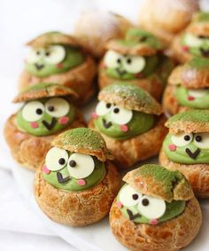 "Michelle Lu 🍡 ( "" Keroppi matcha choux puffs 🐸💚🍃 Made with amazing culinary Matcha Taishiro"" Dessert Kawaii, Choux Cream, Cute Baking, Organic Matcha, Choux Pastry, Cute Desserts, Cafe Food, Aesthetic Food, Cute Cakes"