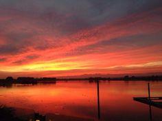 Nog 1. Dit is #Rhederlaag bij super mooi zonsondergang @gcrutgers. Rhederlaag in #Lathum (gemeente #Zevenaar). Vrijdag 4 oktober 2013. via twitter @gcrutgers.