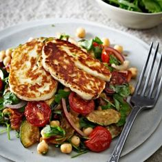 Roasted Tomato, Chickpea & Halloumi Salad - from Lakeland Best recipes Veggie Dishes, Veggie Recipes, Vegetarian Recipes, Cooking Recipes, Healthy Recipes, Vegetarian Cooking, Halumi Cheese Recipes, Joe Wicks Recipes, Gastronomia