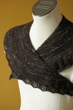 Ravelry: Yli pellon mustan kynnöksen -huivi pattern by Johanna Halonen Knitted Shawls, Ravelry, Knit Crochet, Textiles, Knitting, Cowls, Patterns, Crochet Ideas, Scarfs