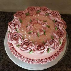Cake Icing Tips, Cake Decorating Frosting, Cake Decorating Designs, Creative Cake Decorating, Cake Decorating Videos, Creative Cakes, Elegant Birthday Cakes, Pretty Birthday Cakes, Pretty Cakes