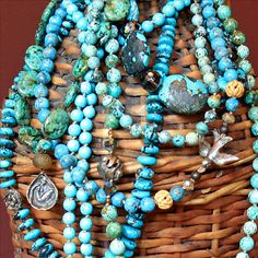 Silver & turquoise ~ nearly always a winning combo, but especially pretty here.  <3