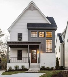 Farmhouse Exterior Design Ideas - To get the modern-day farmhouse view on your exterior, crisp paint colors are vital. Black, white, natural wood, or a combination of the three are commonly ... #farmhouseexterior #farmhouseideas #transitionalfarmhouseexterior