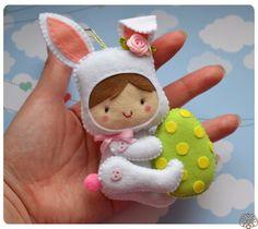 Пасхальный фетровый малыш Для создания пасхального малыша нам понадобится:1. Фетр (полиэстеровый мягкий 1 мм): белый, бежевый, коричневый, розовый, са...