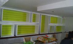 Muebles en mdf y fondo en madera acanalada, pintada a dos colores,